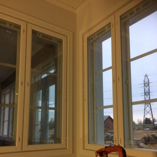 Ikkunan listoitusta